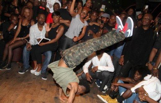 Démonstration d'un danseur de l'Artiste ivoirien DJ Arafat