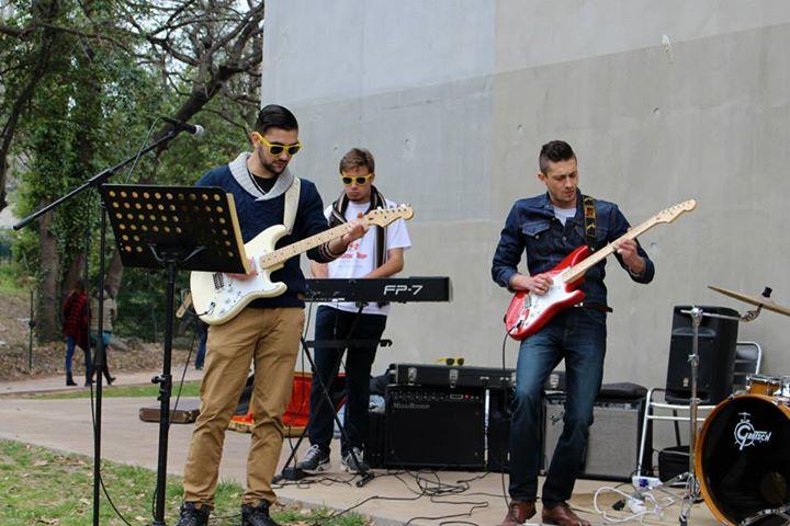 Des étudiants musiciens en plein mini concert
