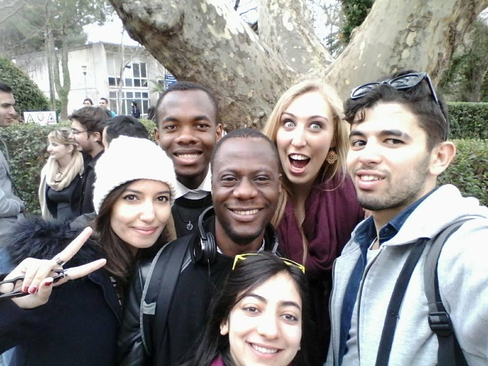 Un ami et moi (Côte d'Ivoire) et des autres étudiants étrangers ( Tunisie, Allemagne, Algérie, Maroc)