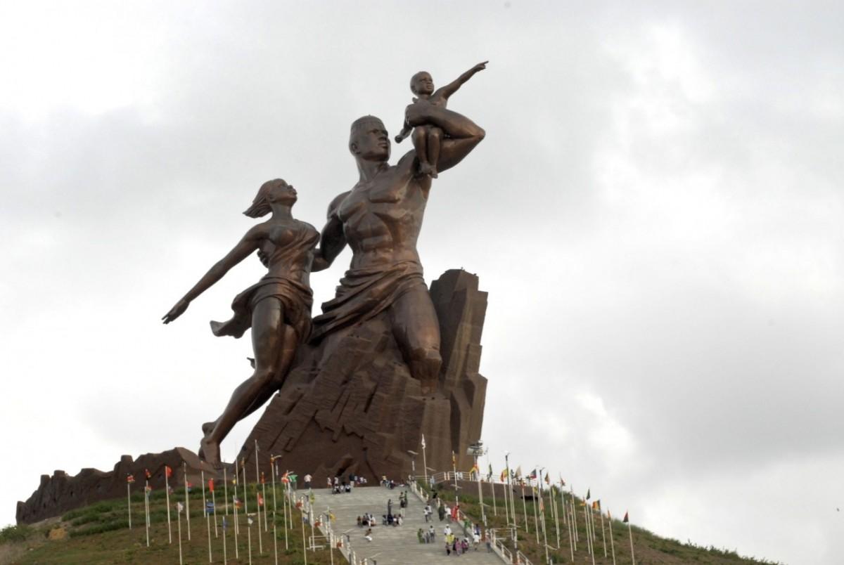 le monument de la Renaissance africaine de Dakar (Sénégal) qui nous rappelle notre identité culturelle