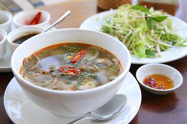 un plat asiatique dans un restaurant chinois